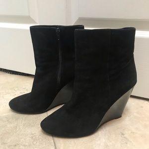 Pour La Victoire Black Suede Wedge Booties Size 10